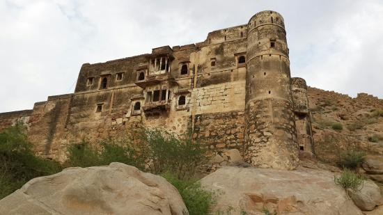 fort-of-kot-kasta jalore rajasthani-tadka